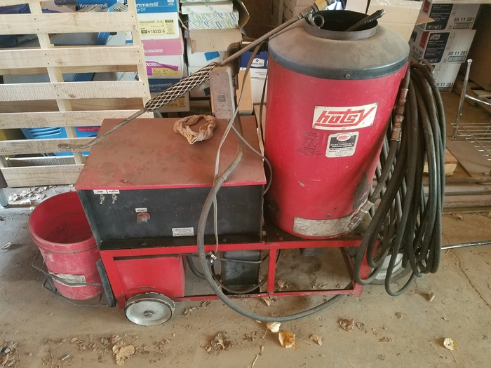 Hotsy Pressure Washer - It will need some work.